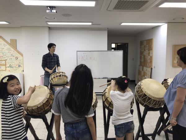 [상반기] 고학년 7주차 // 연극무대 만들며 대사 만들고 표현하기, 비눗방울로 연극무대 표현하기, 북 치며 박자 배우기