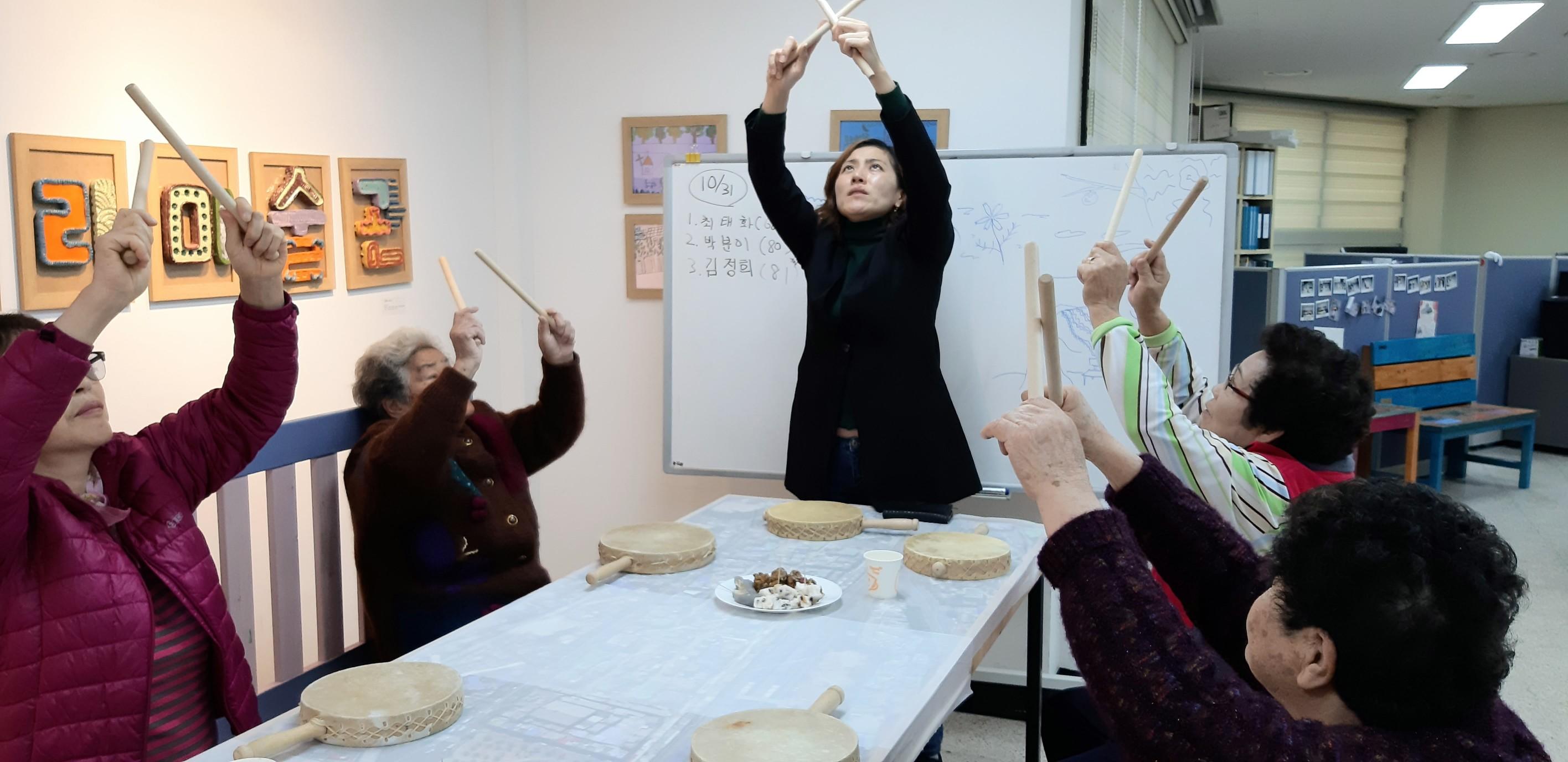 2019년 하반기 6주차 // 스트레칭 운동, 가을을 주제로 추억 표현하기(푸드아트), 북과 소고 연주